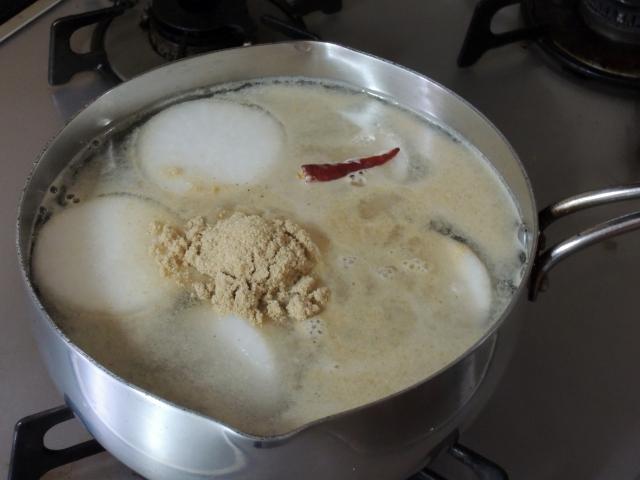 糠でタケノコのアク抜き