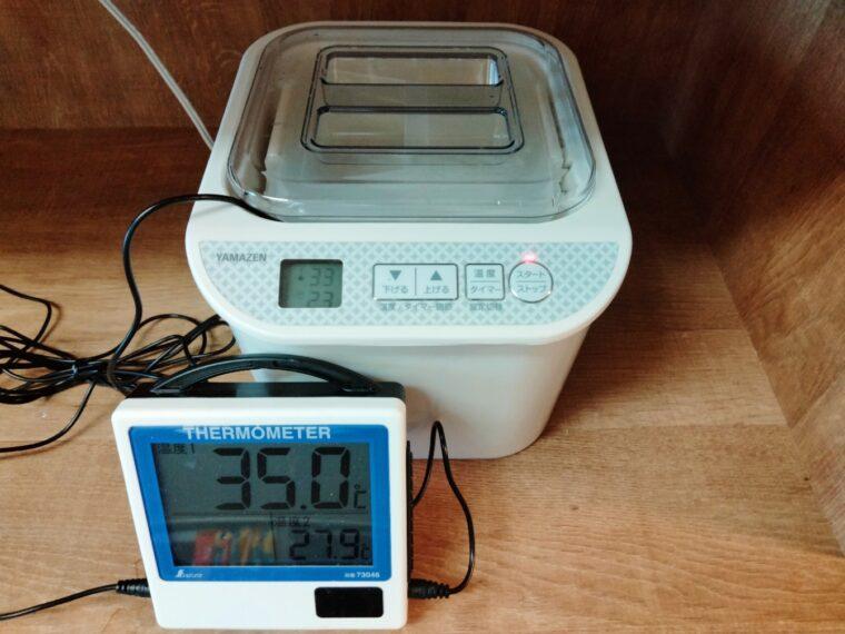 温度管理を温度計で行う様子